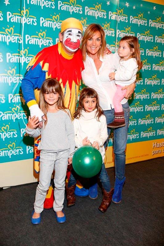 Paula Trapani con sus hijas